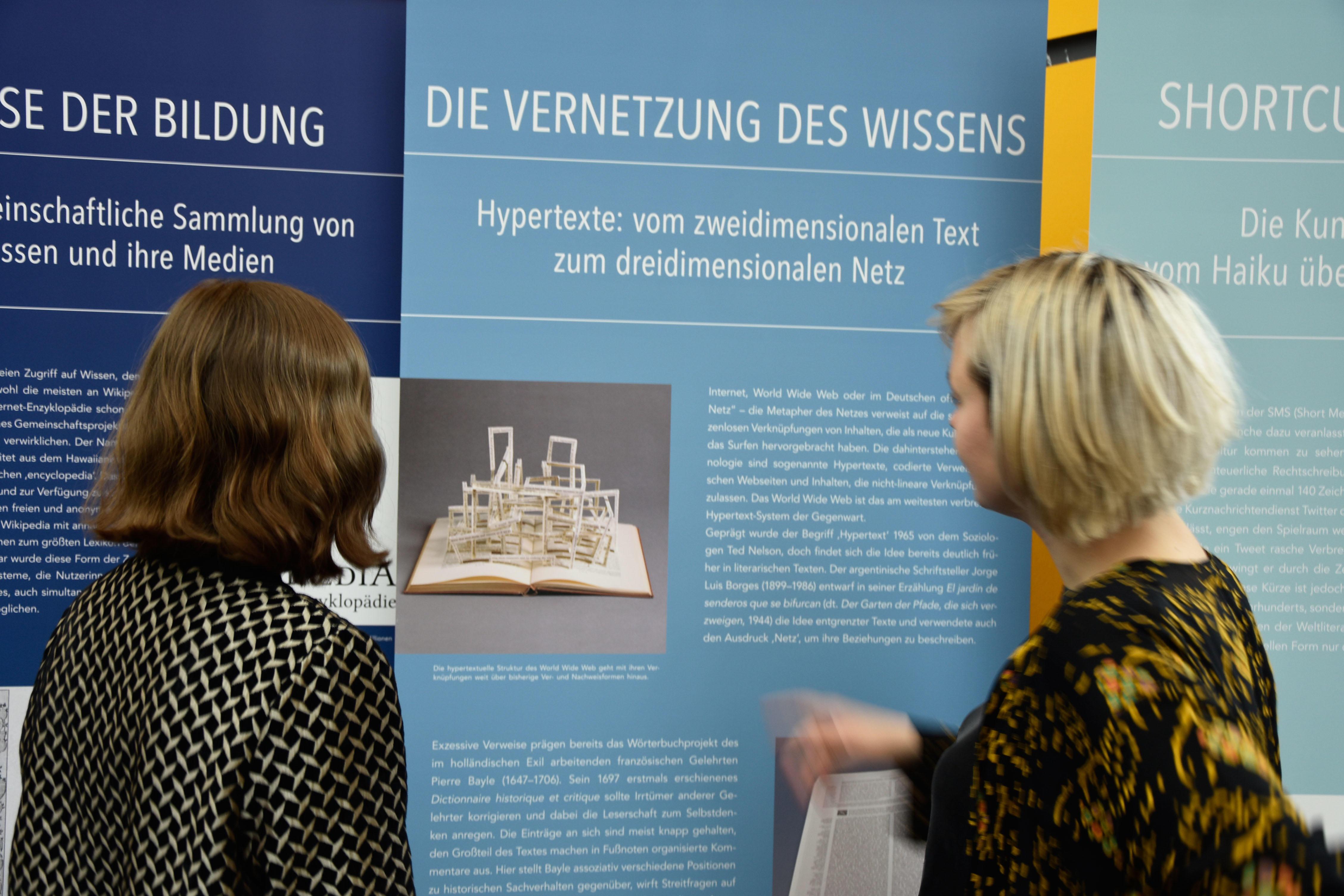Die Ausstellungstafeln Zeigen, Dass Vieles, Was Heute Unter Dem Schlagwort  Der Digitalisierung Diskutiert Wird