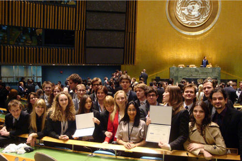 "Vertraten erfolgreich das Königreich Spanien bei der weltweit größten Konferenzsimulation der Vereinten Nationen, dem ""National Model United Nations"" (NMUN) in New York: Studierende der Freien Universität"
