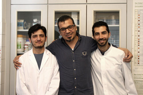 A great team: Salah Al Masri (center) with his graduate students, the Syrian refugees Zaher Al. (left) and George H. (right).