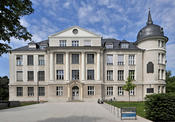 For more than two decades beginning in 1912, Otto Hahn and Lise Meitner did research in the building on Thielallee 63. Today the Hahn-Meitner Building houses parts of the Institute of Chemistry and Biochemistry.