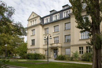The Dean's Office of the Department of Law is located at Boltzmannstraße 3. | Image Credit: Bernd Wannenmacher