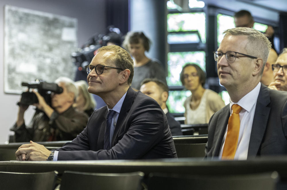 In the audience, Governing Mayor Müller and President Ziegler listen to Uwe Ulbrich's talk on research and teaching at the institute.