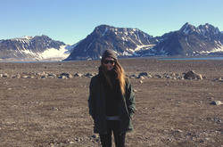 Janna Einöder decided to spend a semester abroad in Spitsbergen. The Norwegian island group is located in the North Atlantic and Arctic Oceans. She is shown here on Amsterdamøya, an uninhabited island in the extreme northwest of Spitsbergen.