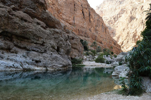 Salome finds the wadis, the fjords of Oman, just as impressive as the desert. (The photo shows Wadi Shab, about a two-hour drive from Muscat and then only accessible by a short walk.)