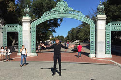 Open to new impressions: Louis Potthoff, shown here in front of Sather Gate, the main entrance to the University of California in Berkeley, is getting to know American college life better and better. He took a look at various fraternities.