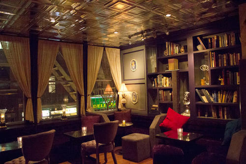 Nightlife in New York: This bar that looks like a living room is hidden behind a normal apartment door on the second floor of a residential building.