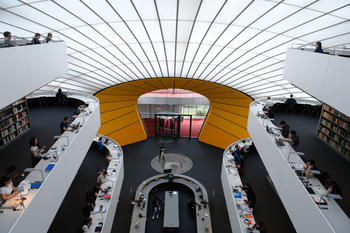 Libraries – like here, the Philological Library of Freie Universität Berlin – are not becoming obsolete even in the digital age.