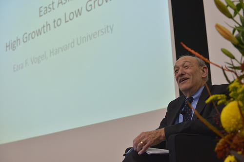 The American East Asian specialist Ezra Vogel gave the keynote address.