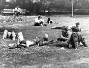 Campus of Freie Universität Berlin during the 1970s: Some students bring their children along to the seminars. Here they can be seen enjoying a break on one of the campus lawns.