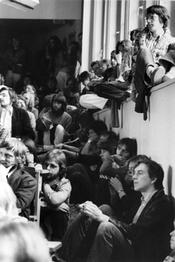 First Volksuni at Freie Univ. Berlin, May 23-26, 1980. The Volksuni was devoted to the power of labor, critical research, women's lib, the Green movement, the student movement, and alternative culture. Here, students in an overflowing lecture hall.