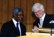 July 13, 2000 – Bestowal of an honorary doctorate on Kofi Annan, Secretary General of the United Nations, by the Dept. of Political and Social Sciences of Freie Universität Berlin. Here Kofi Annan is pictured with President Gaehtgens.