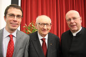Pictured left to right: Professor Paul Nolte, who gave the laudation speech, Freedom Award winner Władysław Bartoszewski, and Professor Dieter Lenzen, who at the time was the president of Freie Universität Berlin.