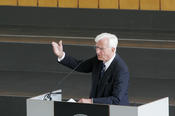 The former President of the Federal Republic of Germany Richard von Weizsäcker  gave the welcome address at the ceremony for Kim Dae-jung.