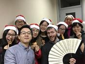 The trainee Simon Hodgson from Freie Universität celebrating Christmas in 2016 with the participants of his course at ZDS Peking.