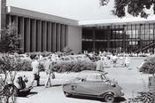 In the 1950s lectures and seminars on North American topics were held at the department for American Literature of the English seminar at Henry Ford Building. Exterior view of the Henry Ford Building around 1959.