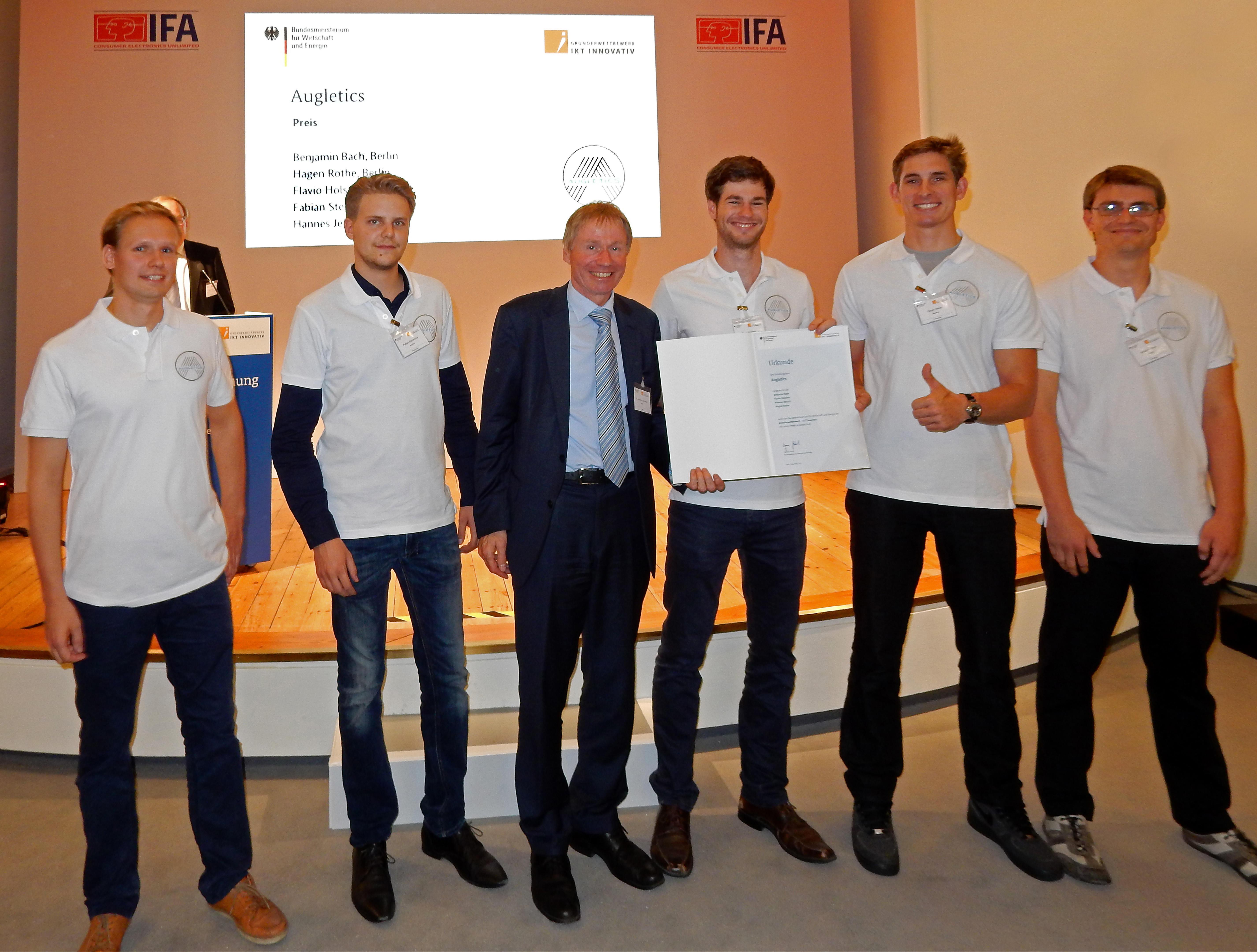 Das Start-up Augletics wurde auf der IFA ausgezeichnet. Die Preisträger  Hannes Jeltsch, Fabian Stenschke, Hagen Rothe, Flavio Holstein und Benjamin  Bach ...