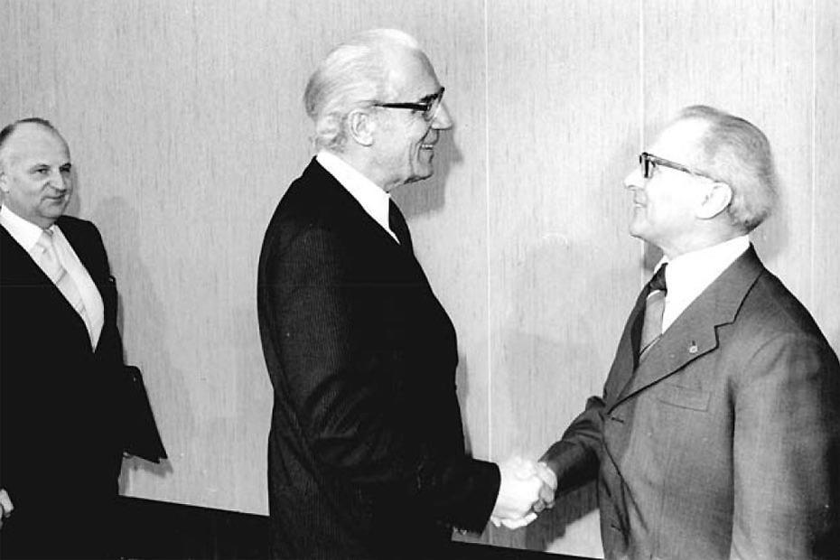 2105d02ba16e5c Der Generalsekretär des ZK der SED und Vorsitzende des Staatsrates der DDR