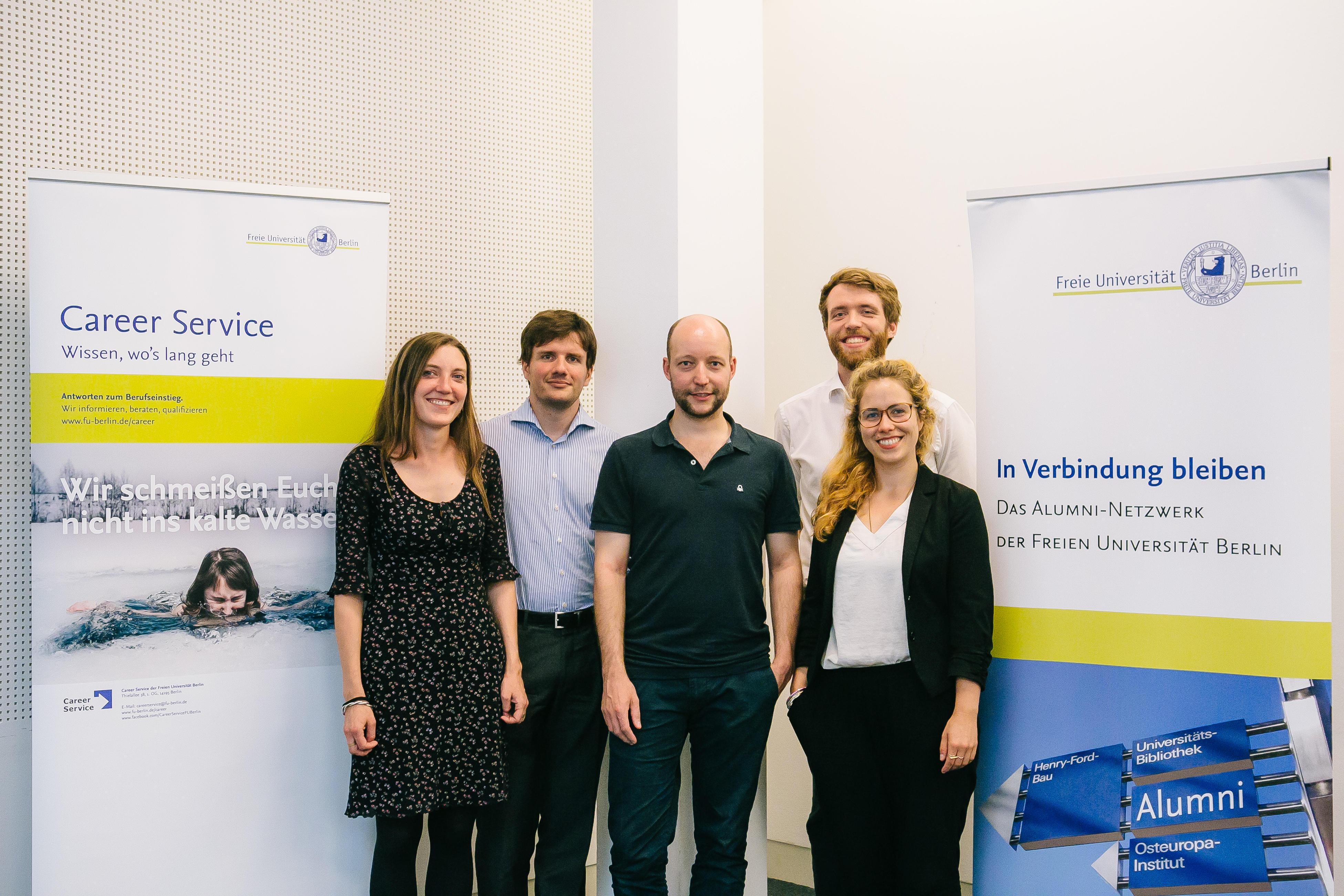 Teilten ihre Erfahrungen mit den Studierenden: Die Alumni Dr. Franziska  Börner, Helge Schröder, Tobias Bargmann, Tim Rauschan und Beatrice Lange  (v.l.n.r.)