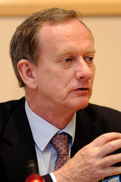 Prof. Iain Begg, Rapporteur, FP7 Interim Eval. Expert Group/Professorial Research Fellow at LSE