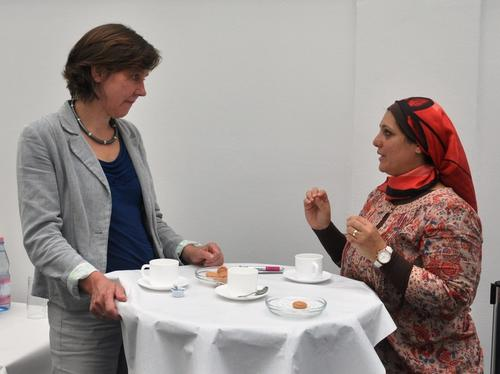 Project manager Prof. Dr. Margreth Lünenborg discussing with Dr. Reem Ali Derbala, Head of the Strategic Planning Unit, Ministry of Higher Education