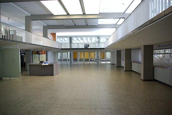 Foyer und galerie henry ford bau freie universit t berlin for Garderobe exterior